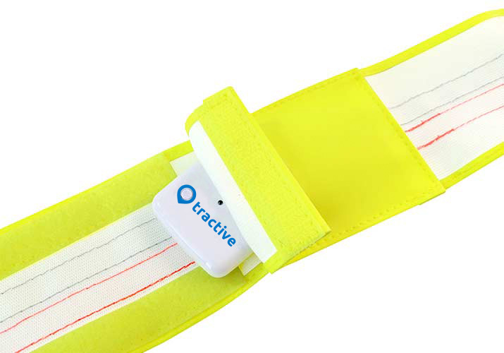 Tractive-Reflective-Collar-Band-GPS-Pocket.jpg